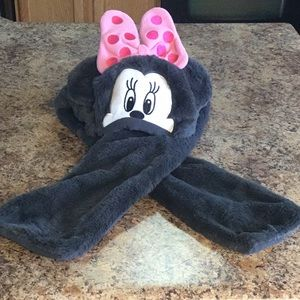 Disney store Minnie Mouse hat w/attached scarf